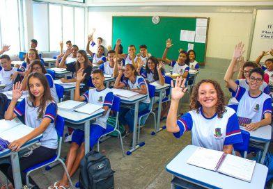 Prefeitura distribui quase 4,3 mil carteiras em escolas da rede municipal de Linhares